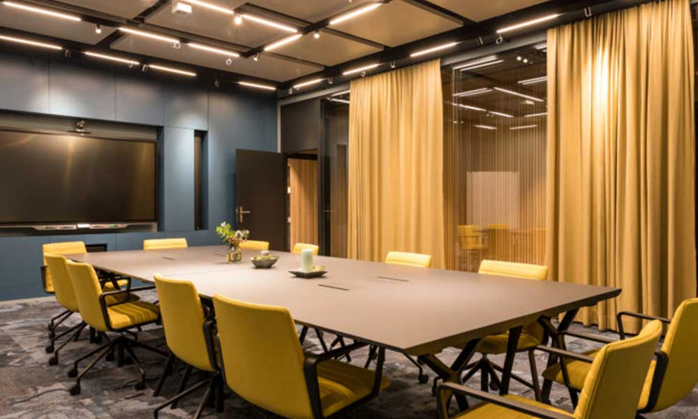 Una sala de coworking en Zurich despliega el equipo Sennheiser TeamConnect Ceiling 2 con gran éxito